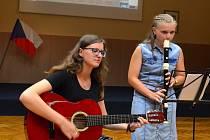 Na slavnostním ukončení turnusu letní jazykové školy děti předvedly, co se naučily.