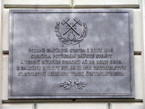 Odhalení pamětní desky na historické budově z roku 1846