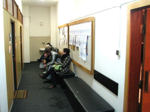 Čekací prostory na Úřadu práce v Příbrami se od 2. ledna plní