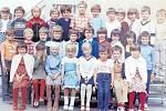 Žáci třídy 1.A z 1. Základní školy v Dobříši ve školním roce 1982/1983.