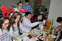 Vánoční jarmark v Základní škole v Jincích.