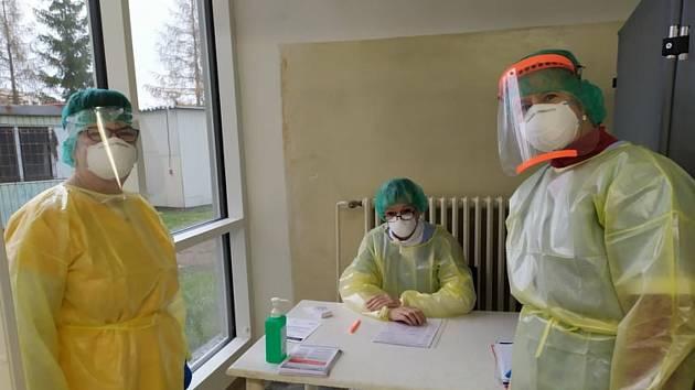 Odběrové sestry, které provádějí antigenní testování v Příbrami.