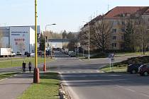 O situaci kolem parkování v ulici Legionářů se ve městě diskutuje od března.