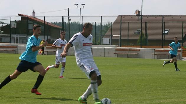Fotbalisté Milína nečekaně prohráli na půdě Rožmitálu pod Třemešínem.