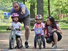 Děti si zazávodily na kolech a odrážedlech na Novém rybníce.