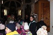 O Betlémské světlo je v Dobříši opravdu velký zájem, při zapalování se setkávají, zdraví a přejí si krásné Vánoce i obyvatelé, kteří se potkávají jen při této příležitosti.