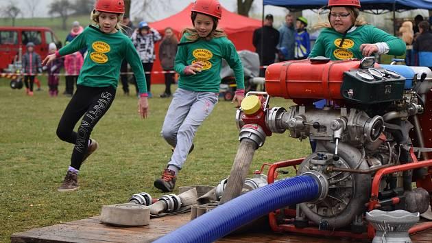 Z dětské hasičské soutěže v Křepenicích.