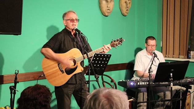 V sobotu večer koncertovaly v příbramském Déčku kapely Dexempo Šunkoflex a Jiří Hejnic Band.