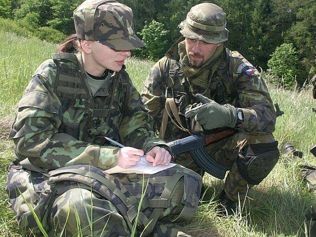 Šest studentek z Vojenské střední školy v Moravské Třebové, které u 13. dělostřelecké brigády  absolvovaly odbornou stáž.