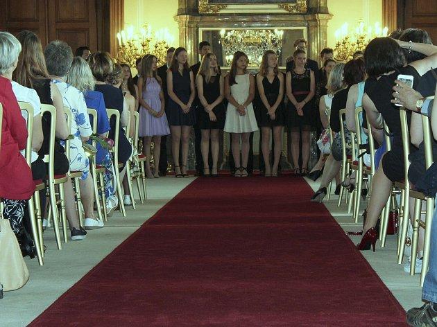 Celému slavnostnímu obřadu přihlíželi také jejich rodiče a rodinní příslušníci.