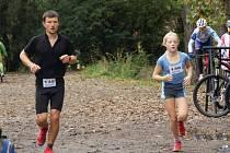 Daniela Karasová s tatínkem Tomášem na trati dobříšského půlmaratonu.