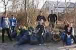 Dobrovolníci o víkendu uklízeli odpad.