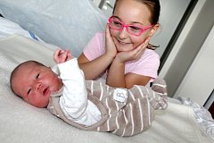 V SOBOTU 22. října se narodil Michal Hochman o váze 3,48 kg. Z chlapečka se radují maminka Hana a tatínek Michal z Příbrami a také dvě sestřičky – třináctiletá Terezka a devítiletá Adélka.