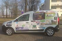 Nový vůz značky Dacia získali k využití pracovníci a klienti Domova Sedlčany.