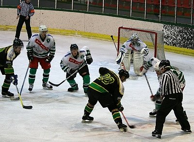 Hokejisté HC Příbram jsou po výhře nad Popovicemi hodně blízko postupu do kvalifikace o II. NHL.