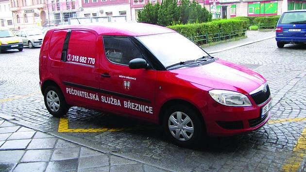 Nadační fond Bozeň pomohl ke koupi auta pro Pečovatelskou službu Březnice.