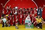 Vítězové! Družstvo 2. ZŠ Dobříš v roce 2008 zcela ovládlo školský Coca-Cola Cup. Díky tomu se mimo jiné podívalo se i na fotbalové EURO.
