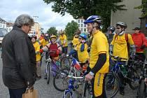 První etapu cyklopouti odstartoval v Příbrami Josef Řihák.