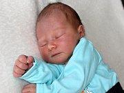 PETRUŠKA KUCHAŘOVÁ, dcerka Barbory a Martina z Obecnice, se narodila v pátek 19. května o váze 3,58 kg a míře 50 cm.