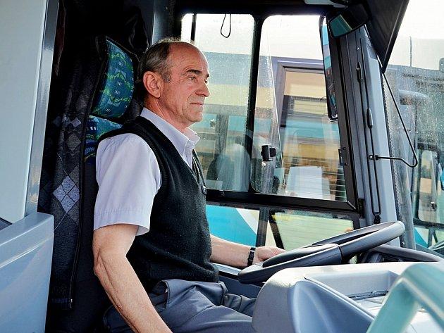 Na Příbramsku začalo jezdit osm nových ekologických autobusů.