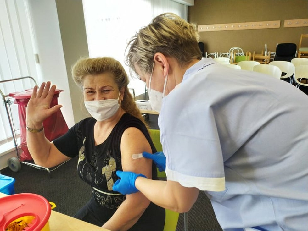 Očkování učitelů a seniorů proti koronaviru v Oblastní nemocnici v Příbrami.