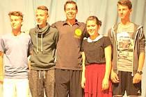 Honza Weber (uprostřed) se po vystoupení ochotně fotil a podepisoval.