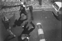 Záběry z bezpečnostní kamery.