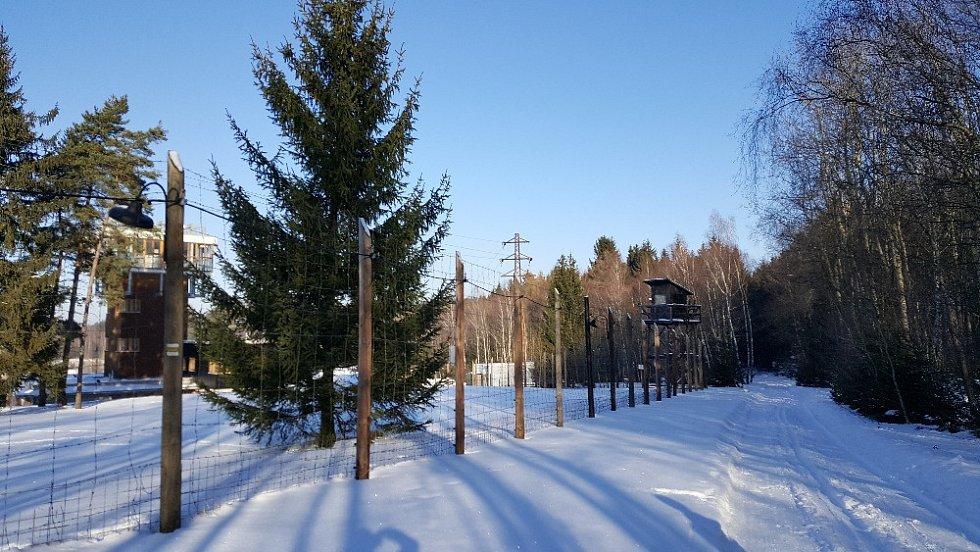 Cesta kolem Památníku Vojna v Lešeticích je také vhodná pro běžkaře.