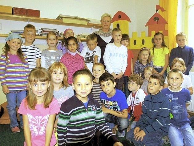 Učitelka Alena Černohorská se svou třídou 1.A.