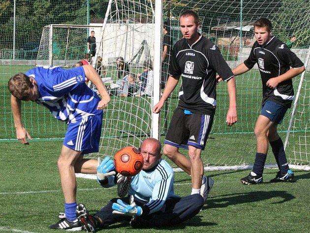 1. liga: Viva kamenictví - Halucinace (0:6).