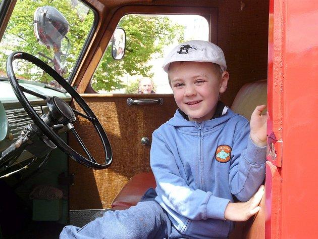 """""""AŽ VYROSTU, budu hasičem. Možná také budu řídit vlak nebo letadlo,"""" uvažoval pětiletý návštěvník."""
