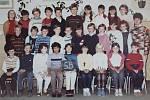 Žáci třídy 5.B z 1. Základní školy v Dobříši ve školním roce 1986/1987.