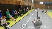 SEMINÁŘ. Fyzioterapeutka Marie Ludvíková vedla odborný seminář pro mládežnické trenéry 1. FK Příbram Foto: 1. FK Příbram