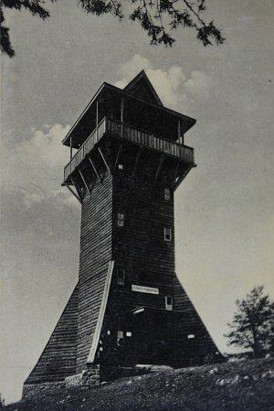 Historická pohlednice spůvodní rozhlednou.