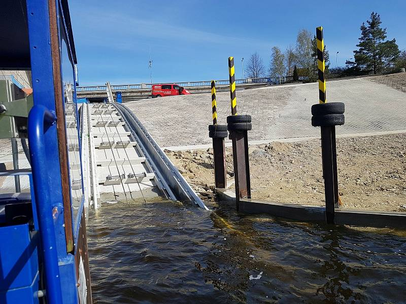 Modernizovaný lodní výtah na vodním díle Orlík.
