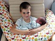Adam Boukala z Hlubyně se narodil 1. listopadu s vahou 4,17 kg a mírou 50cm  Haně a Petrovi. Doma čeká bráška Péťa (5).