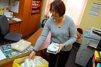 V Infocentru Knihovny Jana Drdy v Příbrami vybrali už 140 lékárniček.
