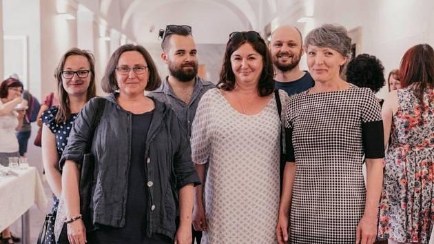 Knihovníci z dobříššské knihovny spolu se starostkou města Janou Vlnasovou.