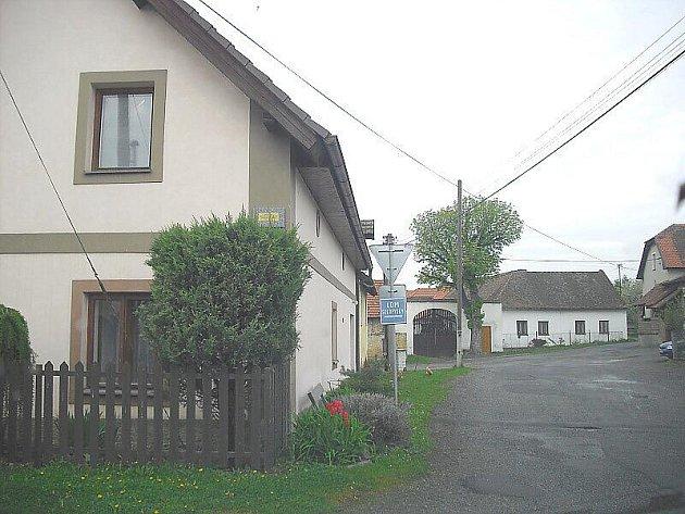 Obec na Příbramsku.