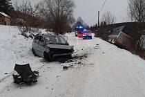 Dopravní nehoda osobního automobilu a autobusu v Záborné Lhotě.