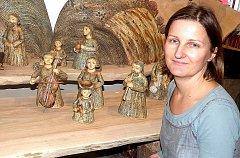 NEJROZMĚRNĚJŠÍM objektem výstavy je keramický betlém Veroniky Hejhalové.