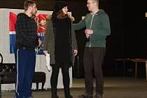 Divadelní spolek při MKS DEHHET uvede ztřeštěnou komedii Michaela Cooneyho v úpravě a pod režií Janka Váni s názvem Nájemníci pana Swana. Fotografie pocházejí z první části zkoušení divadelní hry.