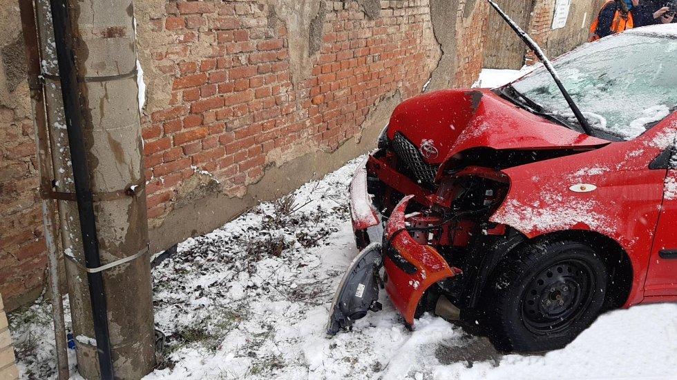 Havárie osobního auta v Jesenici.