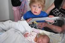 Skoro tříletý Tomášek má velkou radost z brášky Adama Flegra, který se mamince Kristýně a tatínkovi Tomášovi z Jinců narodil v pondělí 7. května, vážil 3,08 kg a měřil 52 cm.