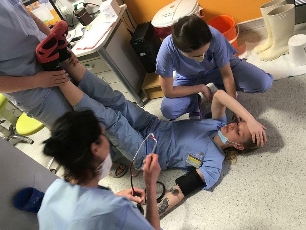 Zdravotníci z oddělení ARO příbramské nemocnice padají vyčerpáním.