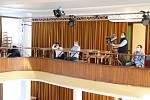 Ze zasedání příbramského zastupitelstva města v sále kulturního domu.