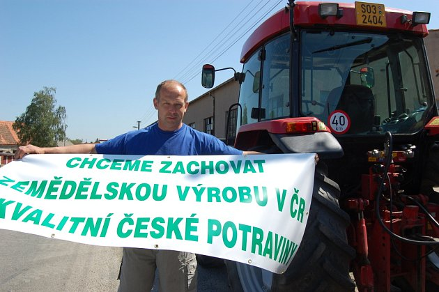 Farmáři blokovali tahy na Příbramsku.