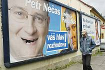Předvolební billboardy už lidi otravují.