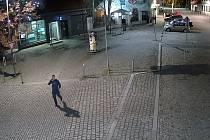 Záběr z kamerového systému v Dobříši.