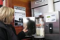 Automat na prodej mléka.